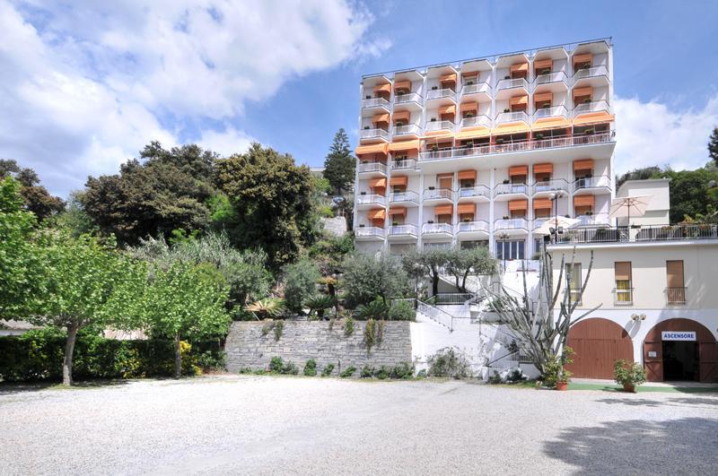 Esterna Hotel Mediterraneo